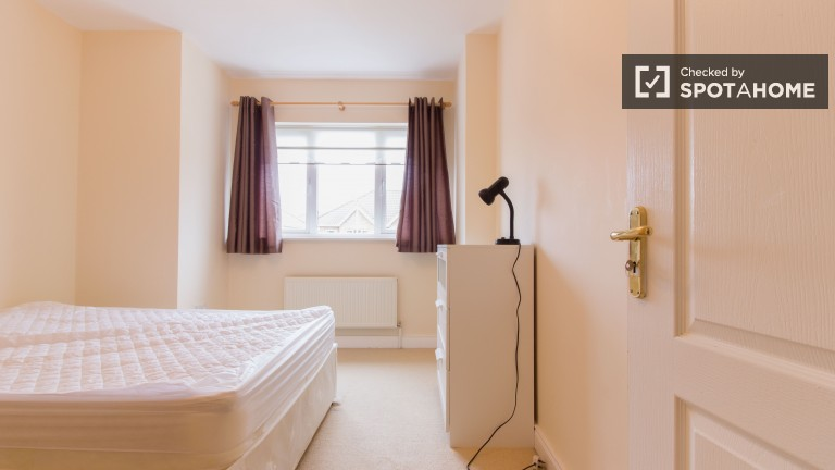 Large room in shared apartment in Clonsilla, Dublin