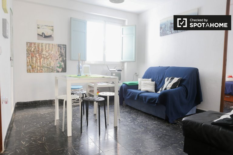 Tidy 3-bedroom apartment with terrace for rent in Benimaclet