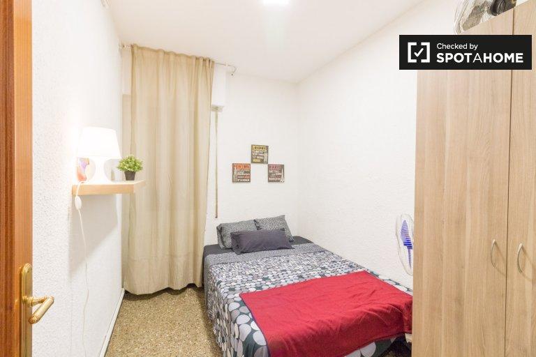 Zimmer zur Miete in einer 3-Zimmer-Wohnung in Badalona, Barcelona