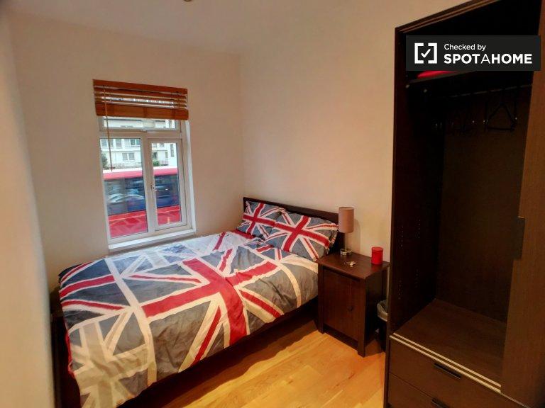 Pokój do wynajęcia w 3-pokojowym mieszkaniu w Isle of Dogs w Londynie