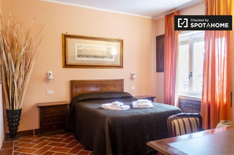 Quarto para alugar em apartamento com 3 quartos em Tuscolano, Roma
