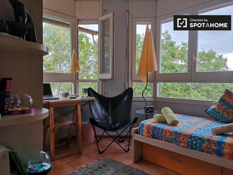 Bright room in 4-bedroom apartment in Poblenou, Barcelona