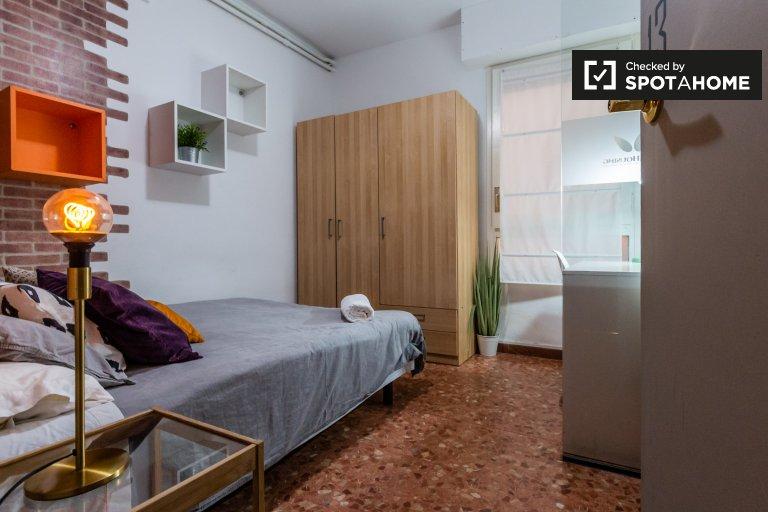 Nice room we wspólnym mieszkaniu przez Eixample, Barcelona