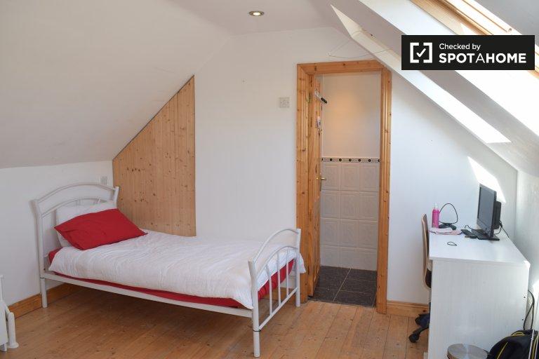 Chambre lumineuse dans une maison de 4 chambres à Santry, Dublin