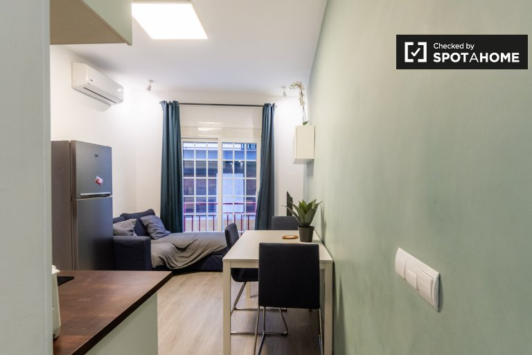3-bedroom apartment for rent in La Verneda, Barcelona