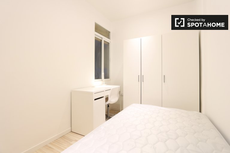 Interior room in 3-bedroom apartment in Salamanca, Madrid