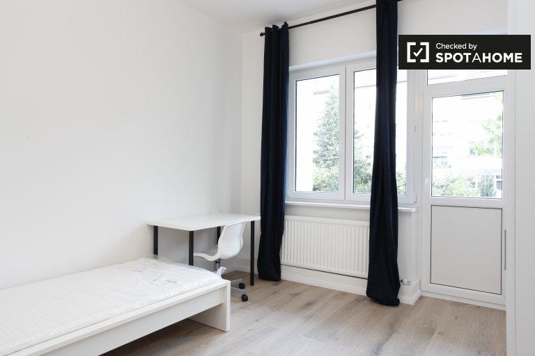 Chambre meublée dans un appartement de 3 chambres à Neukölln, Berlin