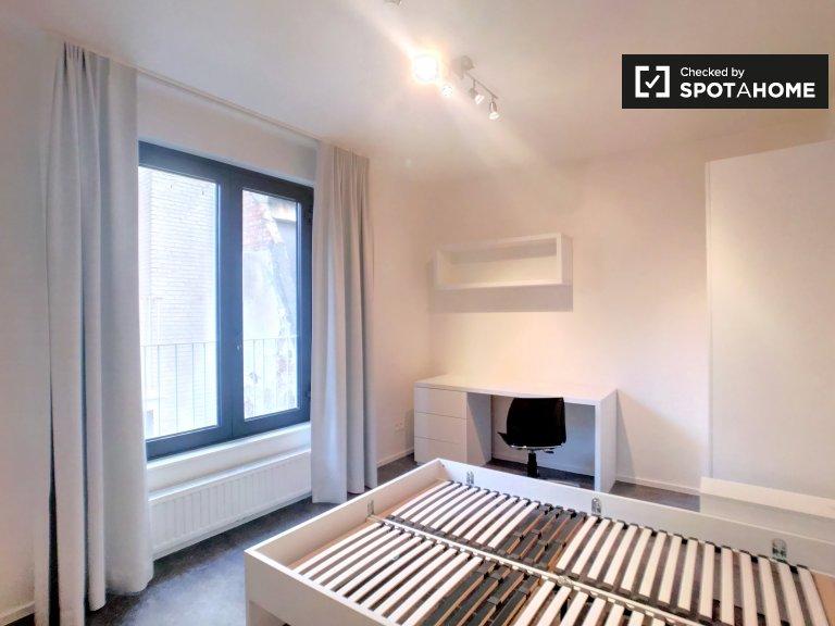 Chambre moderne dans un appartement de 4 chambres à Centre, Bruxelles