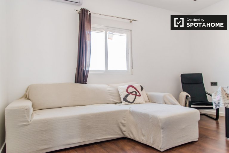 Modern 2-bedroom apartment for rent, Extramurs, Valencia