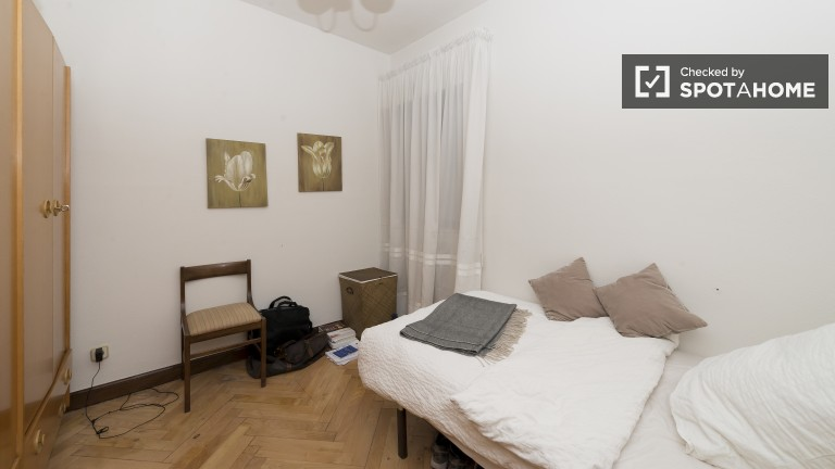 Interior room in shared apartment in Guindalera, Madrid