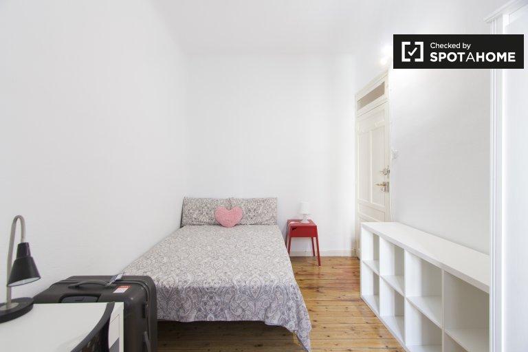 Duży pokój w 7-pokojowym apartamencie w Salamance w Madrycie