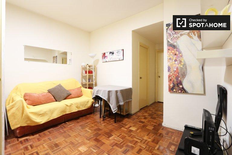 Funky 2 Bed Flat perto da Plaza de España em Malasaña, Madrid