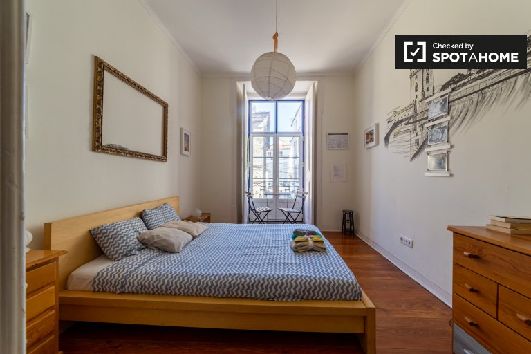 Room for rent, 5-bedroom apartment, Alfama, Lisbon