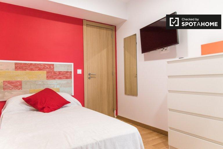 Se alquila habitación individual, apartamento de 5 dormitorios, El Pla del Real