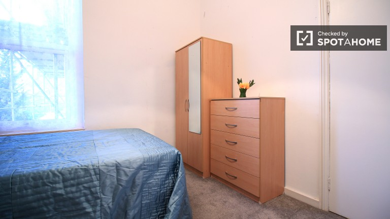 Inviting room in shared flat in Camden, London