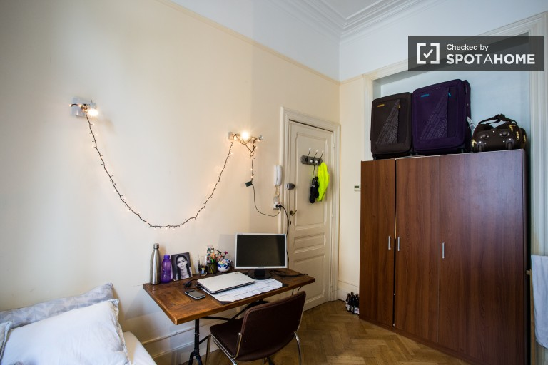 Bedroom 2 with large single bed and desk