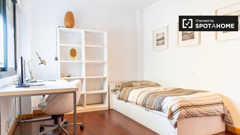 Pokój do wynajęcia w 2-pokojowe mieszkanie w L'Eixample, Valencia