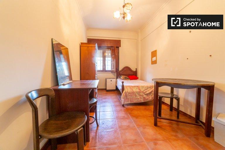 Room in 4-bedroom apartment in São Domingos de Benfica
