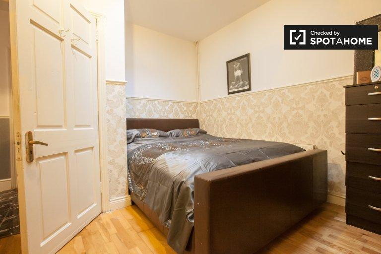 Chambre confortable à louer dans une maison de 4 chambres à coucher à Crumlin à Dublin