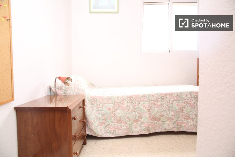 Bedroom 3 with single bed