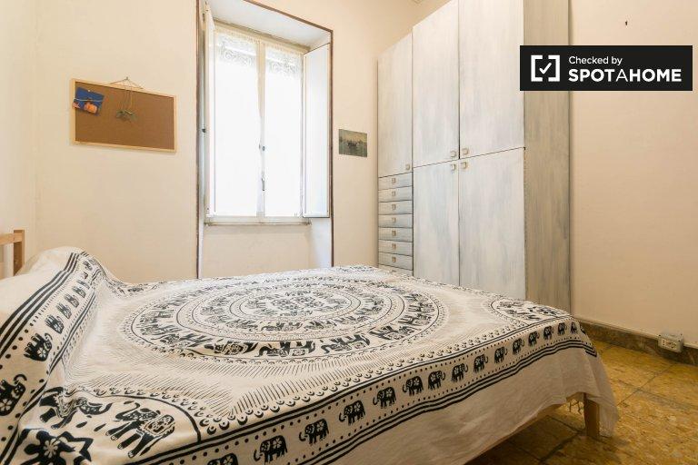 Pokój do wynajęcia w apartamencie z 2 sypialniami w centrum Rzymu