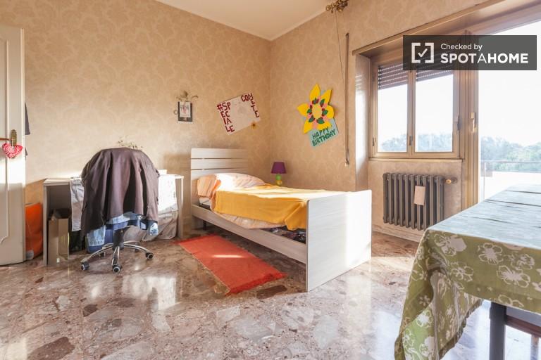 Bedroom 3 with desk