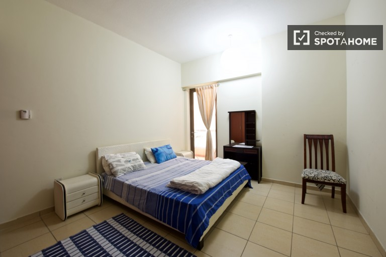 Huge room in shared apartment in Dubai Marina, Dubai