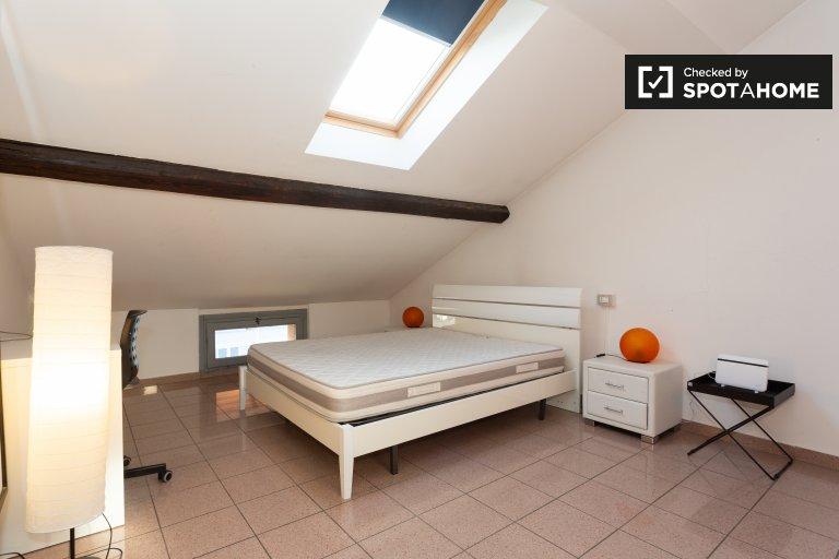 Zimmer zu vermieten in Wohnung mit 3 Schlafzimmern, Gallaratese