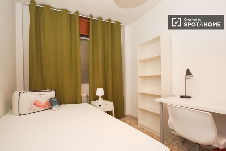 Cozy room in shared apartment in Ronda, Granada
