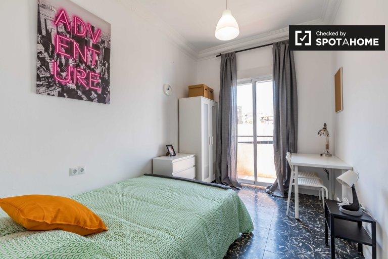 Acogedora habitación en apartamento de 5 dormitorios en Rascanya, Valencia