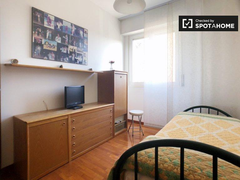 Przytulny pokój w apartamencie z 2 sypialniami w Gallaratese w Mediolanie