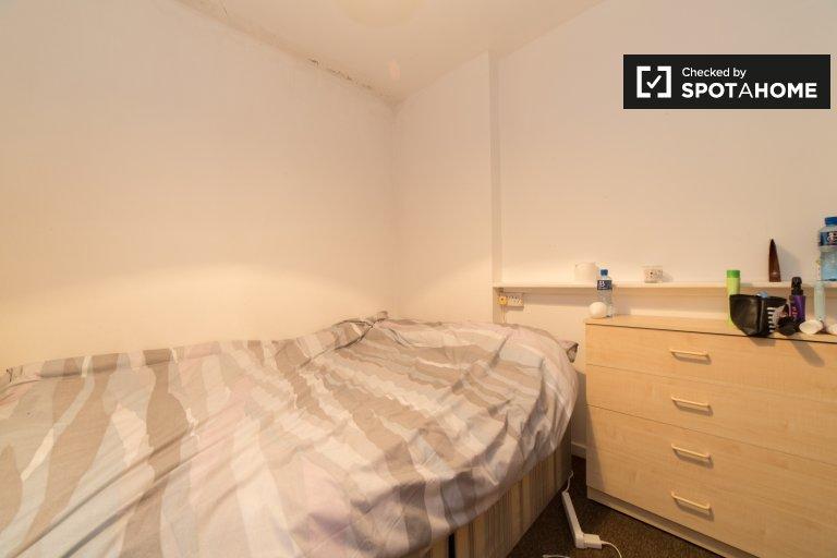 Double Bed in Rooms to rent in cozy 6-bedroom apartment in Lambeth
