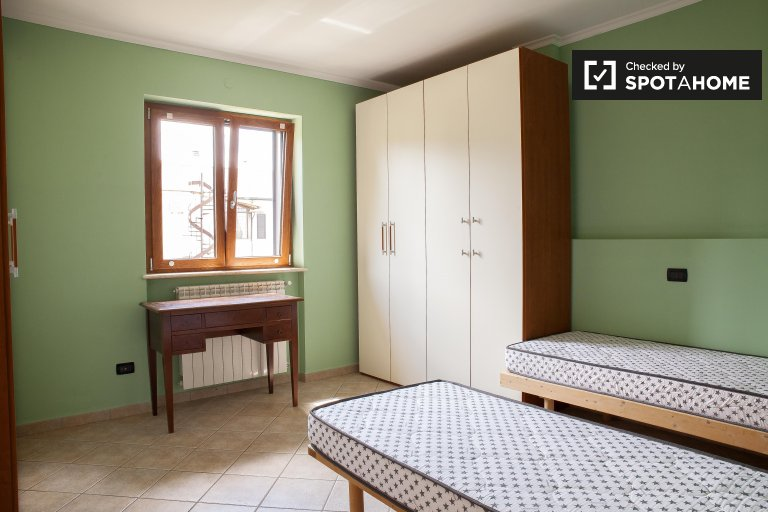 Large shared room in 5-bedroom apartment in Cinecittà
