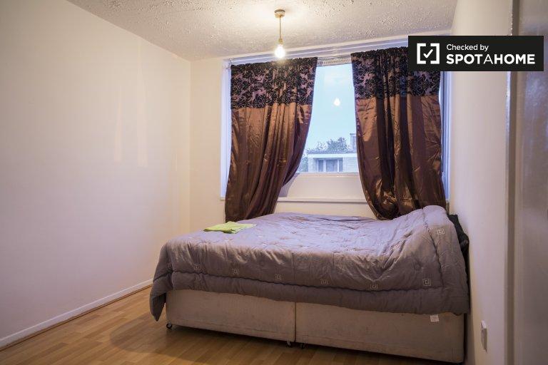 Pokój do wynajęcia w 3-pokojowym mieszkaniu w Tower Hamlets w Londynie