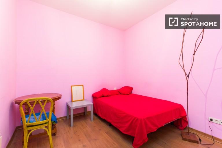 Funky room en apartamento de 3 dormitorios en Chueca, Madrid