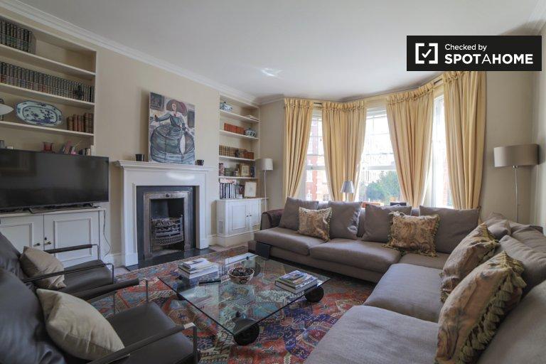 Elegant 3-bedroom apartment to rent in Chelsea, London