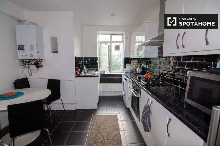 Lindo apartamento de 3 quartos para alugar em Shadwell