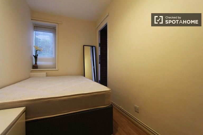 Bedroom 2 with double bed and balcony