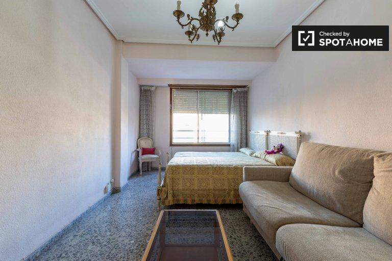 Przytulny pokój do wynajęcia w El Pla del Real, Valencia