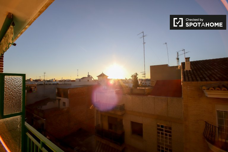 4-bedroom apartment for rent in Burjassot in Valencia