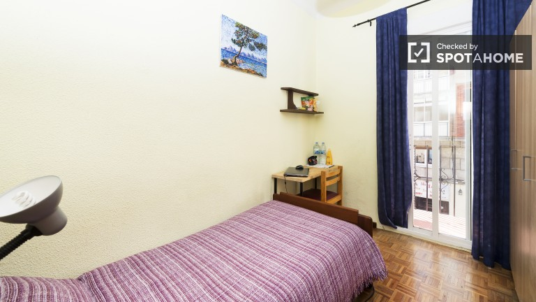 Exterior room in 3-bedroom apartment in Guindalera, Madrid