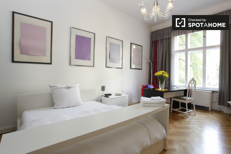 Double Bed in Rooms for rent in modern 3-bedroom apartment in Charlottenburg