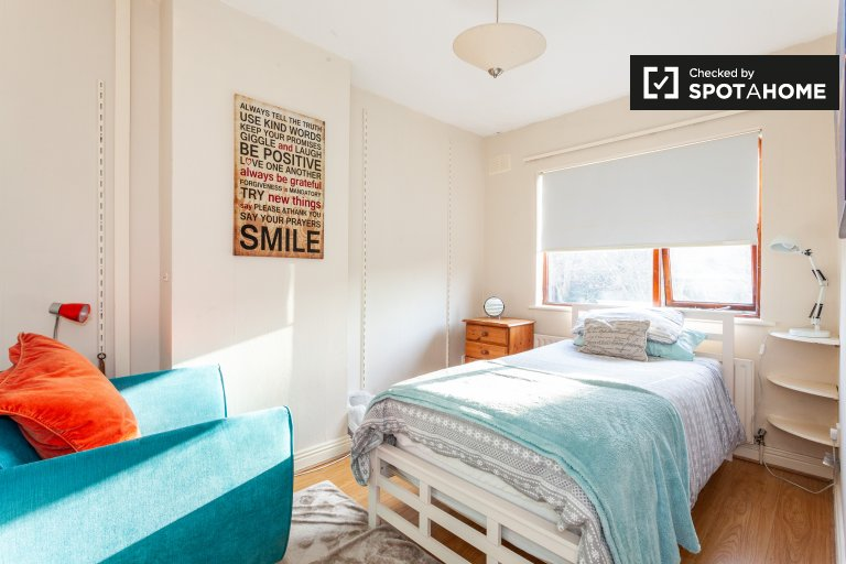 Sunny room in 3-bedroom houseshare in North Central, Dublin
