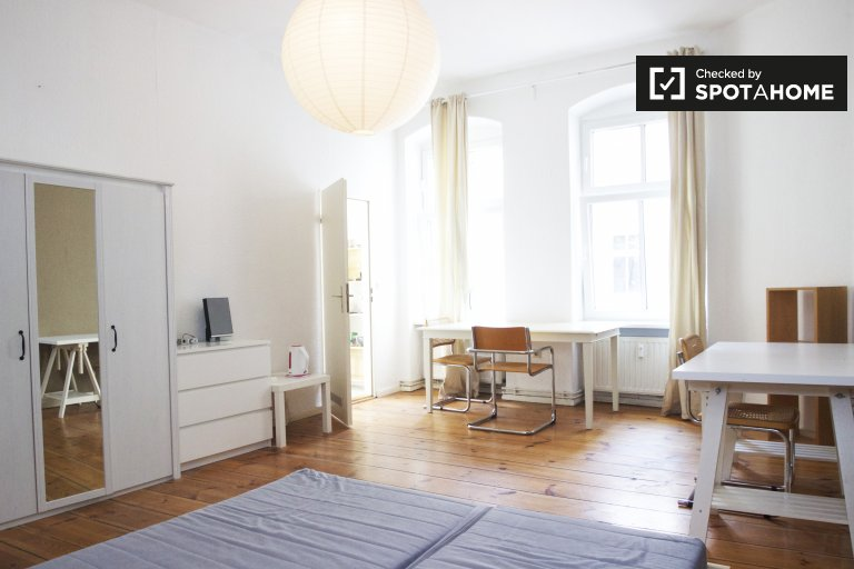 Nice and peaceful studio apartment for rent in Friedrichshain