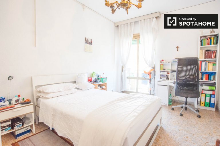 Double Bed in Bright rooms for rent in 2-bedroom apartment in Tiburtina