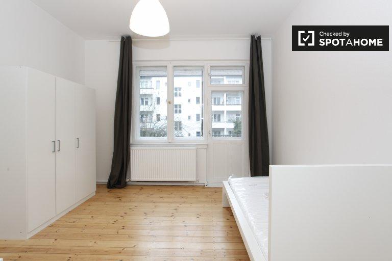 Modernes Zimmer in 3-Zimmer-Wohnung in Neukölln, Berlin