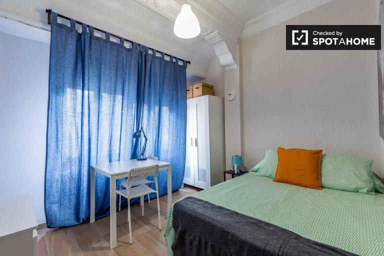 Se alquila habitación en apartamento de 6 dormitorios en Extramurs, Valencia