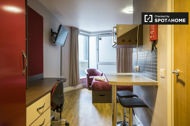 Habitación luminosa en residencia en Camden, Londres