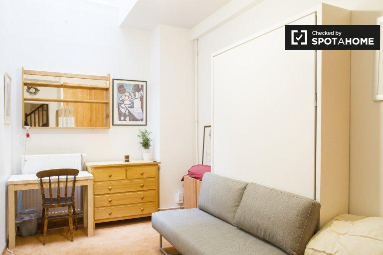 Chambre à louer dans un appartement de 3 chambres dans le 9ème arrondissement