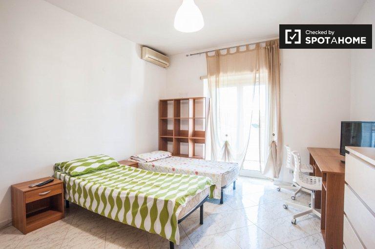 Przytulny pokój do wynajęcia w apartamencie w Tuscolano